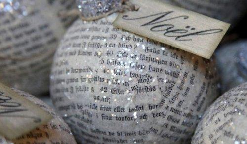Boules de Noël en journaux
