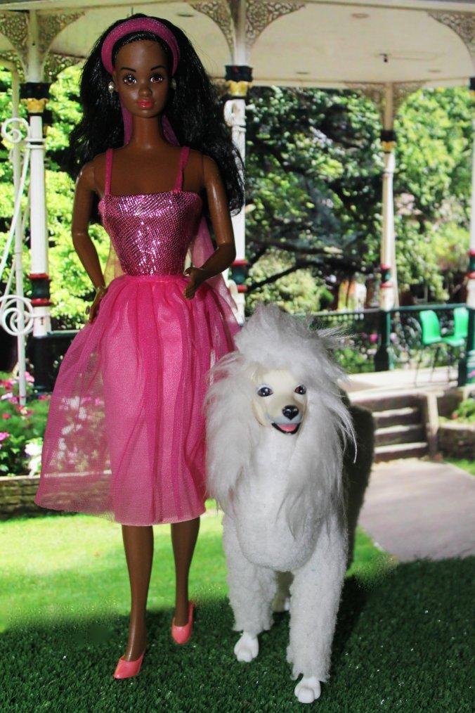 Barbie Promène Son Chien Mon Blog De Poupées