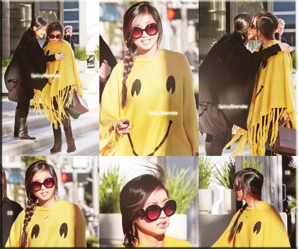22/12/2011 ; Brenda fait du shopping avec sa mère.