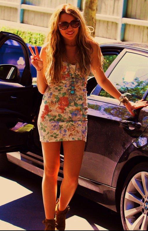 Miley Cyrus : Un bon exemple pour les jeunes selon Hilary Fuff