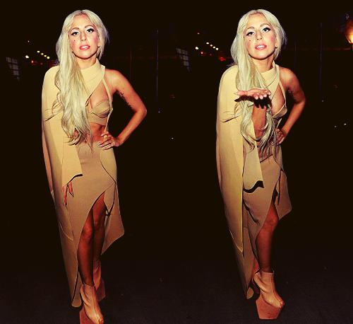 Le 15/10 : Gaga a fait un mini-concert pour célébrer le 10° anniversaire de la fondation William J Clinton
