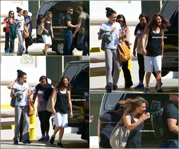19 MAI 2011 ▬  Lea  ( Pas tres en forme ) et le Cast allant au répétition du Glee tour .