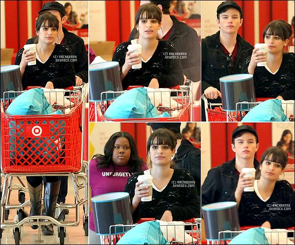 03 NOVEMBRE 2010 ▬  Léa , Chris Colfer & Amber Rliey ont étaient aperçu dans un supermarché faisant des courses .