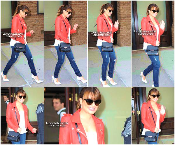 ·••MAY 21THl Encore une nouvelle journée de promo ! Notre Lea a été apercue quittant son hôtel de bonne heure . ▲ Encore une magnifique tenue ! J'aime vraiment sa veste en cuir rouge et ses chassures de plus Lea a toujours le sourire ! TOP.