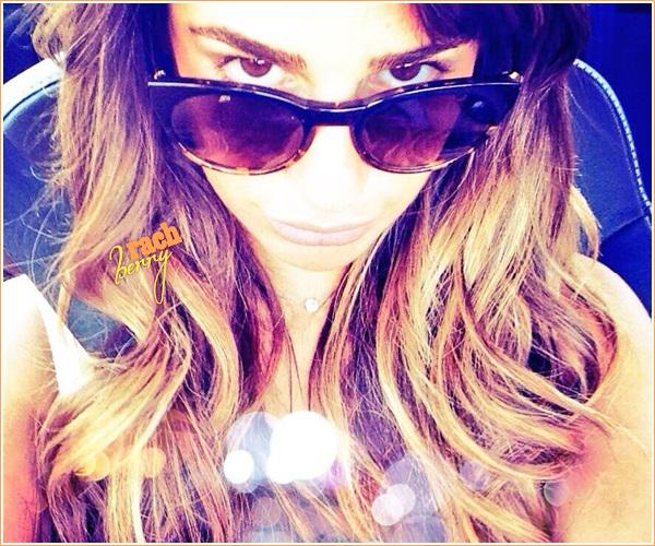 """2ND JULY 2013 // Lea à posté une photo d'elle au naturelle sur son twitter accompagné de ce texte """" FVOAH"""""""