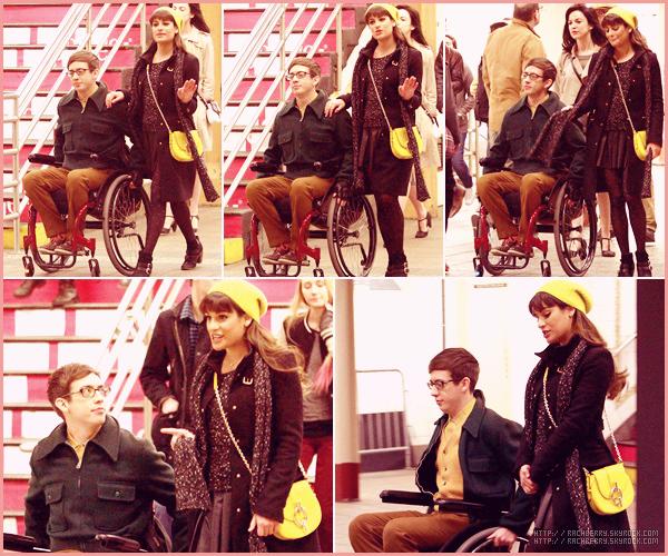 MARCH 15TH // Toujours a New York , Lea a été vue tournant une scène avec Kevin dans une station de métro.