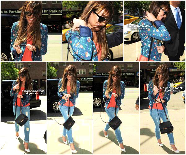 """·••MAY 20THl Sourire au lèvre , Lea a été apercue quittant son hotel afin de faire la promo de """"Brunette Ambition"""". ▲ Je suis fan de sa tenue. La jupe est très belle et sa veste en cuire est sublime ! J'aime bien la voir avec les cheveux détachées."""