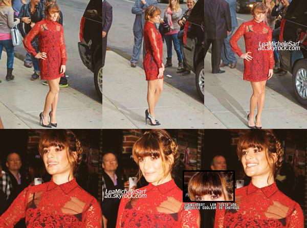 """·••MAY 15THl Lea a été apercue prenant la pose devant les pap's en arrivant au show de David Letterman a NY . -   Lea portait un robe """"Valentino"""" et des Louboutins. Pas fan de son juppons noir en dessous ni sa nouvelle  """"couleur"""". Vos avis?"""