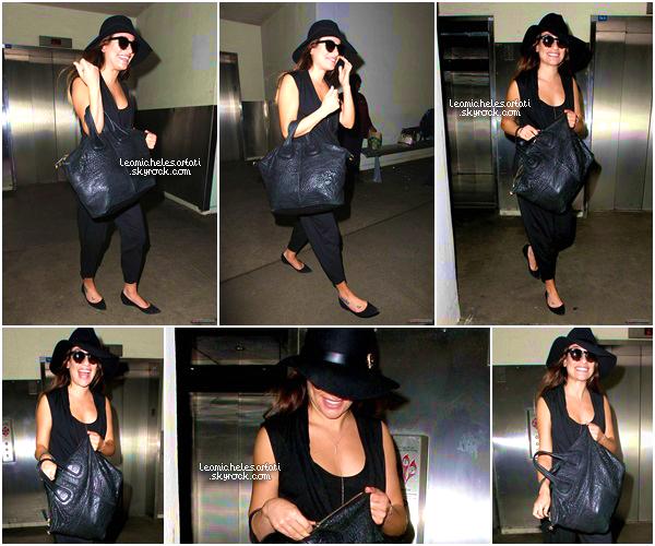 ·••MAY 22NDl Lea a été apercue avec son grand sourire à l'aéroport de LAX de retour apres son voyage a New York ▲ Sa tenue n'est pas mal du tout mais trop de noir tue le noir selon moi , j'aime bien son collier d'ailleurs elle ne le quitte plus.