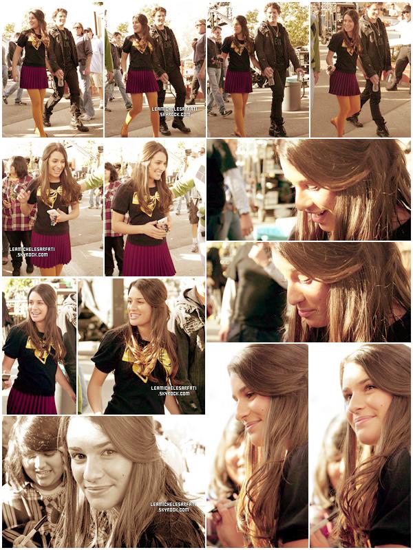 08 JANVIER 2010  ▬ Lea et Jonathan Groff ont étés apercus signant des autographes a des fans sur le set de Glee.