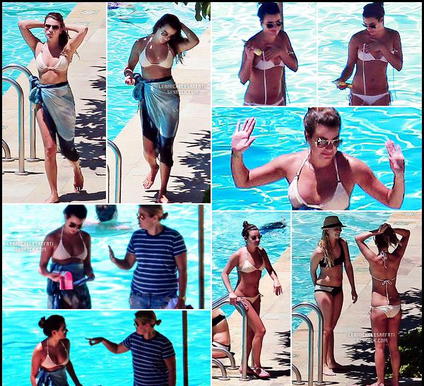 JULY 12TH // Profitant du soleil Californien , Lea a été apercue avec ces amies a la piscine dans Santa Barbara.