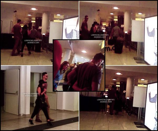 JULY 16TH // Après plus de 12heures de vol , Lea et Matt ont étés apercue par des fans a l'aéroport de Naples.