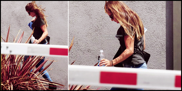 "JULY 28TH // Notre jolie Lea a été apercue de bon matin arrivant sur le set de la série ""Sons of Anarchy""."