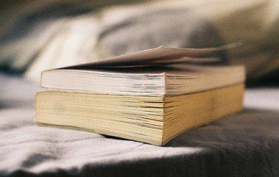 « La lecture encombre la mémoire et empêche de penser. »