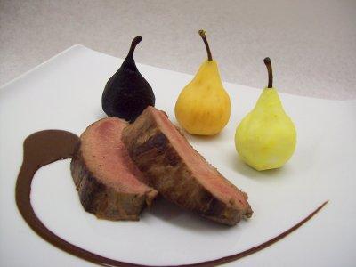 Dos de sanglier et trio de poires aux châtaignes