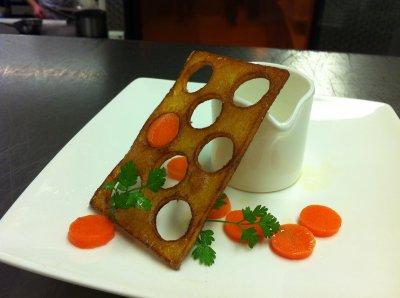 Essai sur une pomme de terre et une de carotte