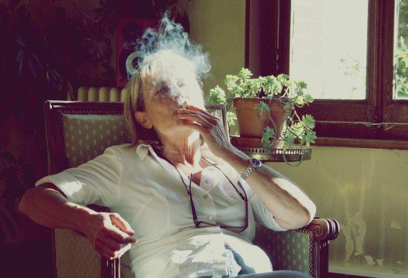 """""""Dieu est un fumeur de havanes, c'est lui-même qui m'a dit que la fumée envoie au paradis."""" de S. Gainsbourg"""