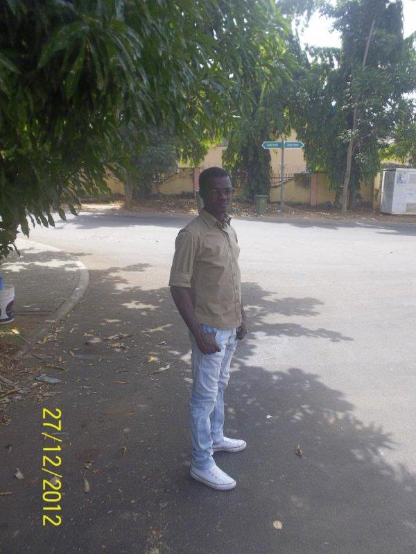 dans ma rue ( abuja cairo street non loin de kampala street)