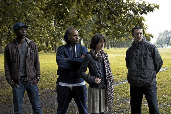 Quatre personnages sur la corde raide