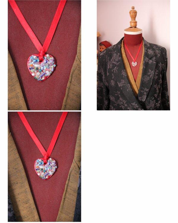 N° 309 - collier ruban coeur rouge de perles 13:53