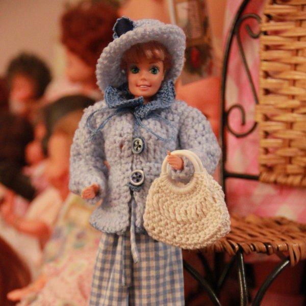 NOUVEAU ! N°500 : Tenue pour poupée type Barbie - Promenade au printemps