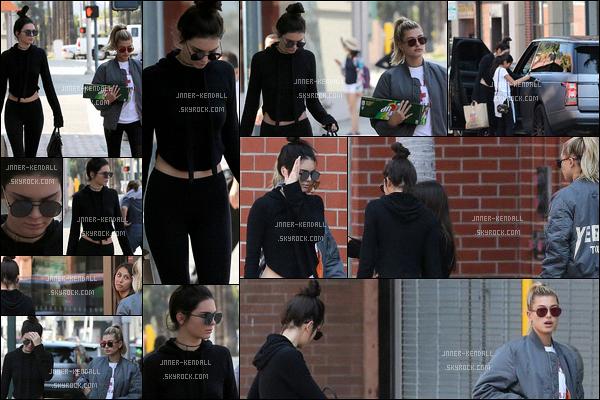 29.05.2016 - Kendall Jenner en compagnie d'Hailey Baldwin ont été photographiée dans Beverly Hills ! J'aime bien la tenue de Miss Jenner et puis que Miss Baldwin je lui met top donc j'accorde un top à nos deux mannequins.