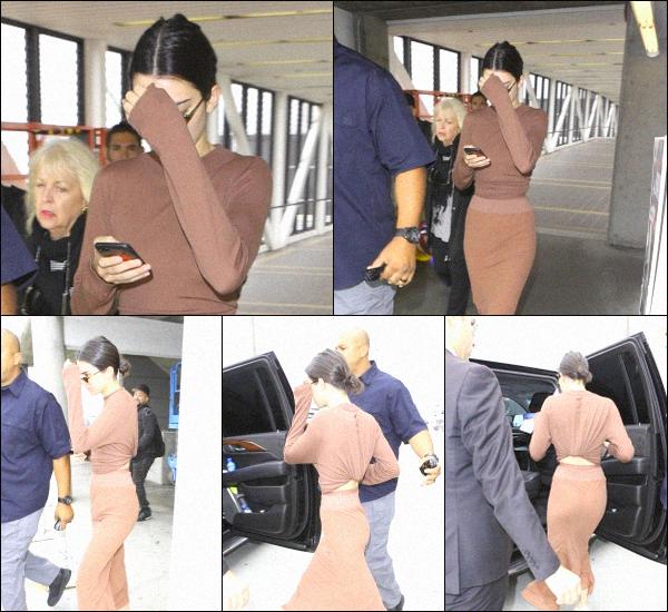 -  08.06.2017 - Kendall Jenner a été aperçue par les pap's quittant l'aéroport LAX de Los Angeles. La tenue est jolie mais Kendall la porte de manière provocante je trouve. C'est un Bof pour la tenue de K. -