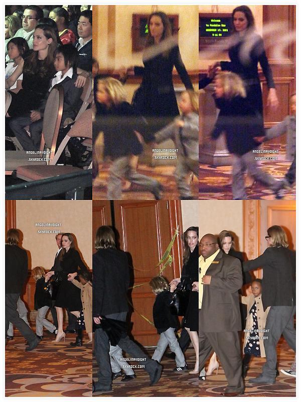 .  17/12/11 : La famille Jolie-Pitt était au dernier spectacle du célèbre Cirque du Soleil dédié à M.Jackson à Las Vegas.  La grande famille s'est offert un week-end à Las Vegas pour l'anniversaire de Brad qui était le 18, selon les témoins ils étaient 'heureux. .