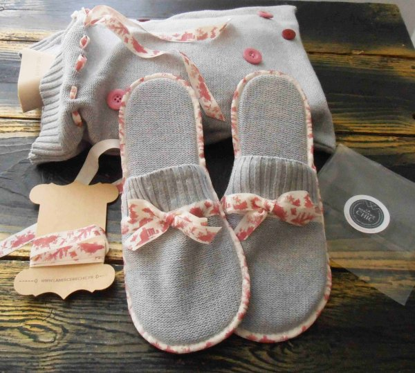 Des chaussons faits main et leur sac : un petit cadeau pas cher , en mode récup