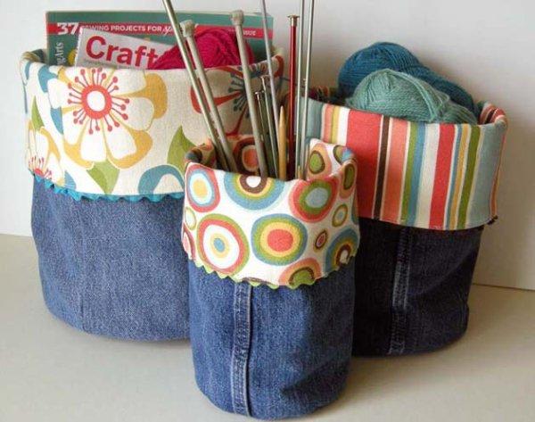 Pochons de rangement zn mode récup avec des  jeans, mais peuvent être réaliisés avec tous autres  pantalons.