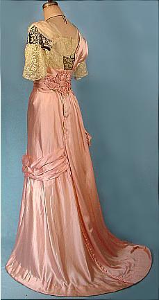 Pour changer un peu, pour celles qui aiment les costumes de 1750 à 1914