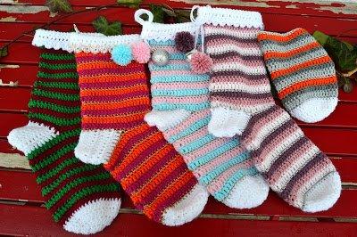 Réalises des chaussettes au crochet.