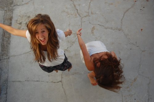 """""""La seule différence avec les amis en général, c'est que c'est la seule chose qui dure. C'est la seule personne, le seul évènement, le seul rire, qui reste une certitude."""""""