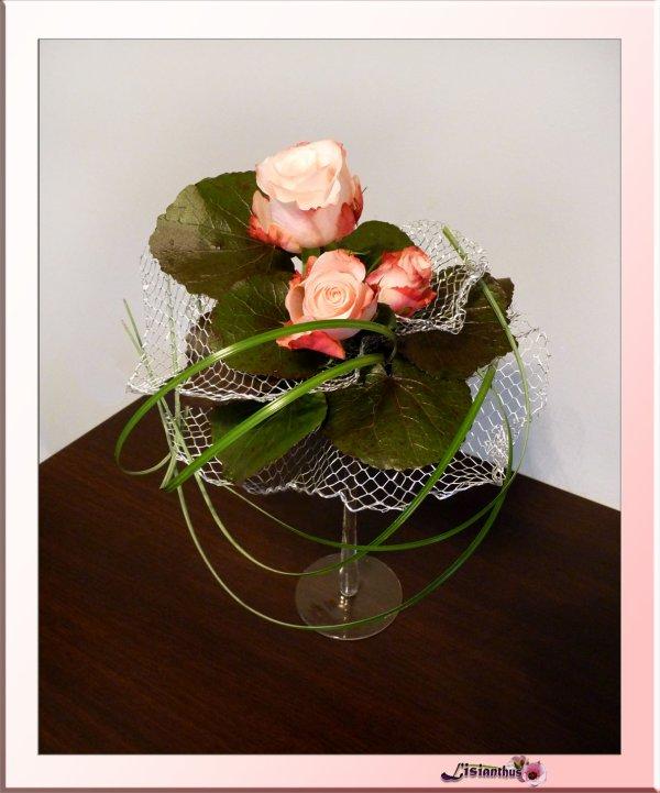 Roses sur verre à pied