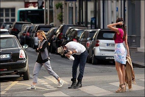 24/05/11 : Ian et Nina marchant dans Paris.