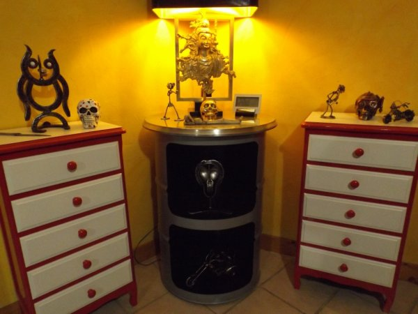 deco fut metal design la maison. Black Bedroom Furniture Sets. Home Design Ideas