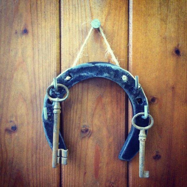 support clefs avec fer à cheval par Falko