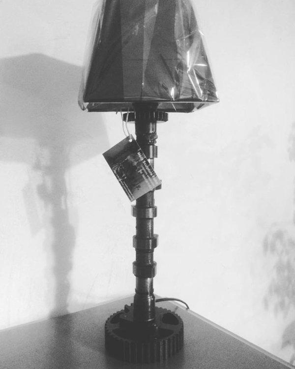 Lampe avec arbre à cames et pignon de boîte de vitesses