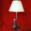 Lampe Meca Sulpture Falko avec pignons de boite de vitesses et vieux outils Haut : 69 cm larg 38cm, poids 6kg env