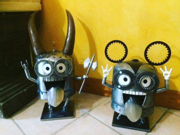 Minion Viking & Minion Mickey.. avec bouteilles de gaz...