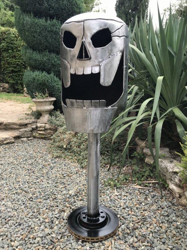 Brasero de jardin skull par Falko