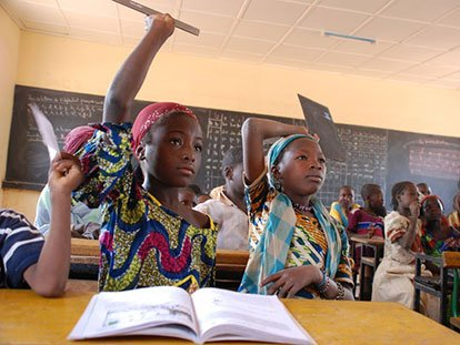 Levez la main pour l'éducation des filles!