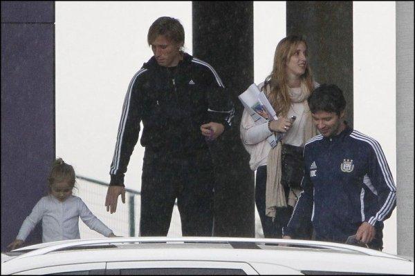 le joueur de foot Lucas Biglia avec sa fille Allegra