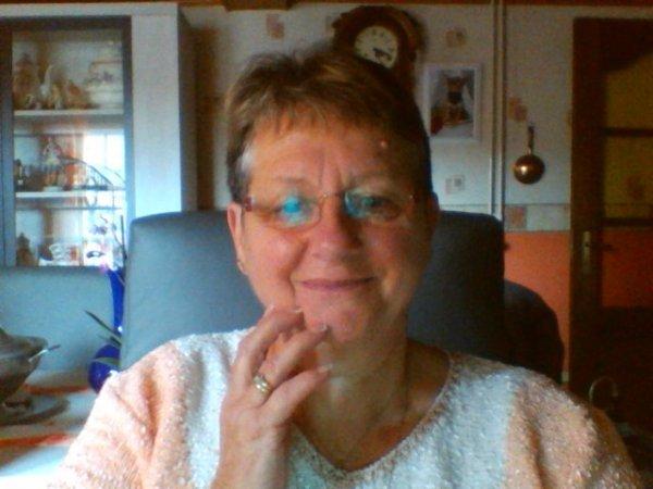 bonjour a vous tous mes amies et amis c'est avec nouvelle photots de moi fait aujourd hui a 14h24 passe un bon dimanche des gros bisous
