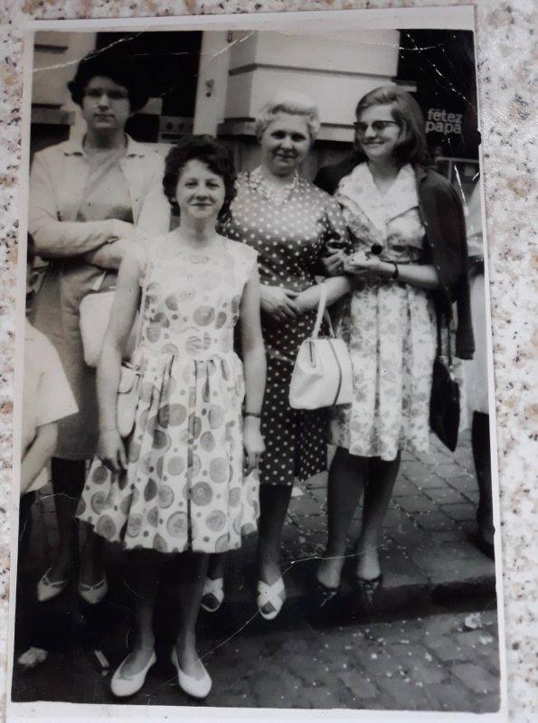 C'est moi avec ma maman avec C'est cheveux blanc comme c'est le bon temps  moi 13ans