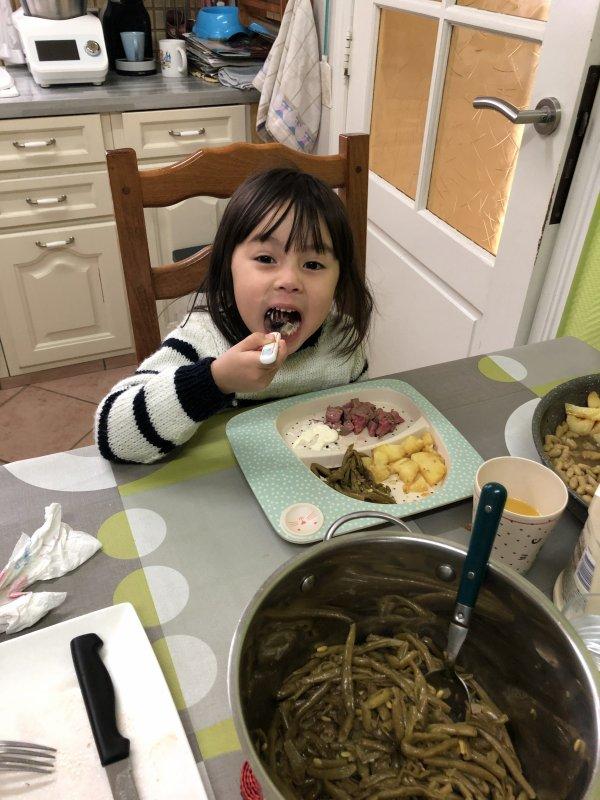 bonjour C'est avec q'elle photos de ma petite fille Melissa en passe vous dire bonne journée a vous tous des gros bisous