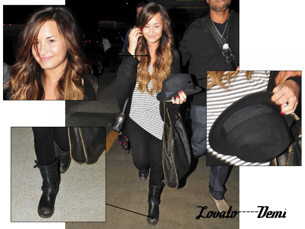 15-09-11 Demi et ses Parents étaits a l'aeroport NY. Demi n'est pas maquiller mais pourtant!