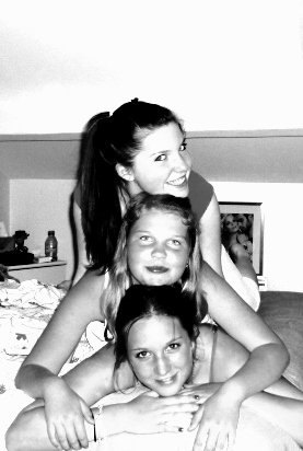 .. where ever it goes, i always know that you make me smile. Please stay for a while now,  just take your time. (l) Picture: Mes amours.