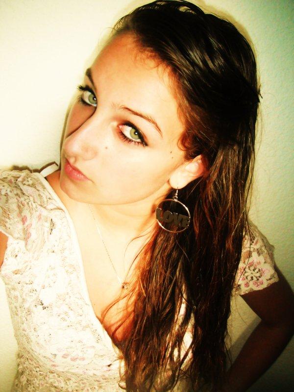 Je t'en supplie , montre moi juste que tu t'interesse un peu à moi, prouve moi que je ne suis pas en train de foncer droit dans un mur, s'il te plait ♥