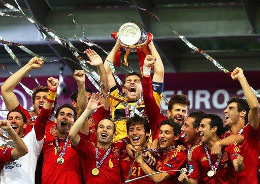 Espagne  réalise le triplé